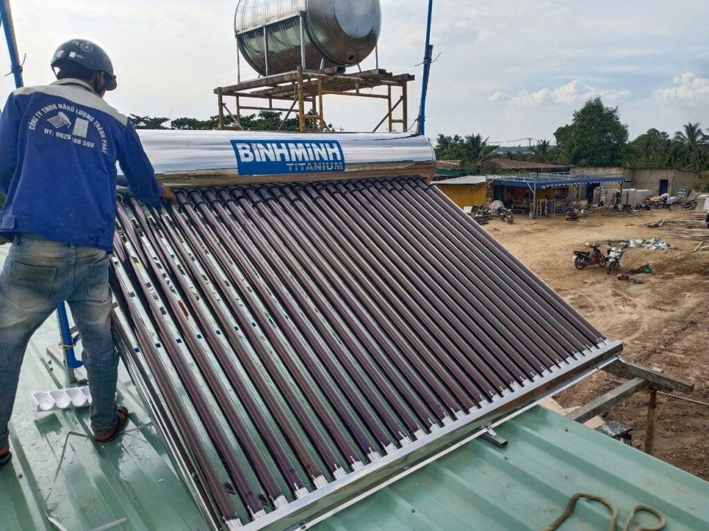 Máy nước nóng năng lượng mặt trời giá rẻ