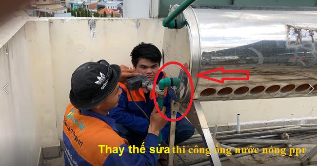 Thợ sửa máy nước nóng năng lượng mặt trời